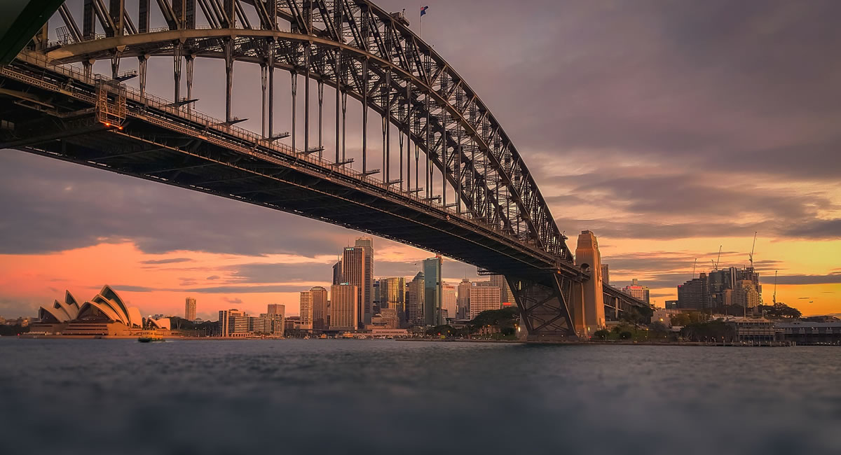 Sydney at dawn. Image credit: Walkerssk.