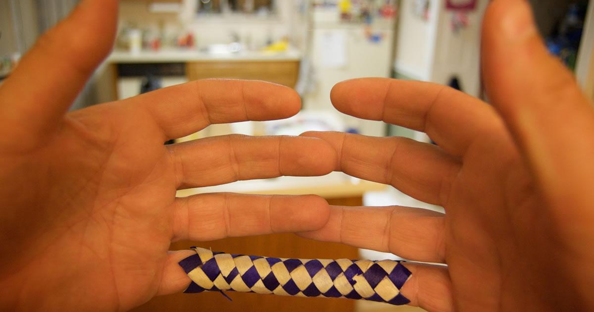 Finger trap. Image credit: Casey Fleser.